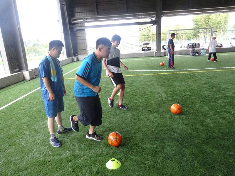 世界で活躍する超有名サッカー選手Hがプロデュースしたサッカースクールとの「障がい児向けサッカー教室」